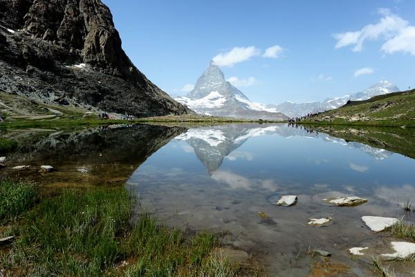 Domačinom in turistom ljub prizor - pogled na vrh Matterhorn. Foto: Transformer 18, Flickr
