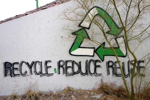 Mednarodni znak za reciklažo z geslom 3R - recycle, reduce, reuse.