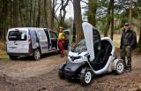 V gozdu sta narava in električni avtomobil v popolnem sožitju