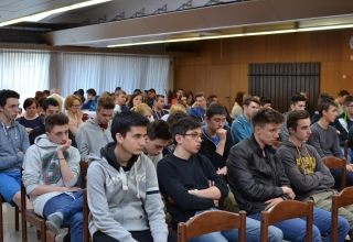 Okroglo mizo je poslušalo veliko dijakov prometne šole Maribor
